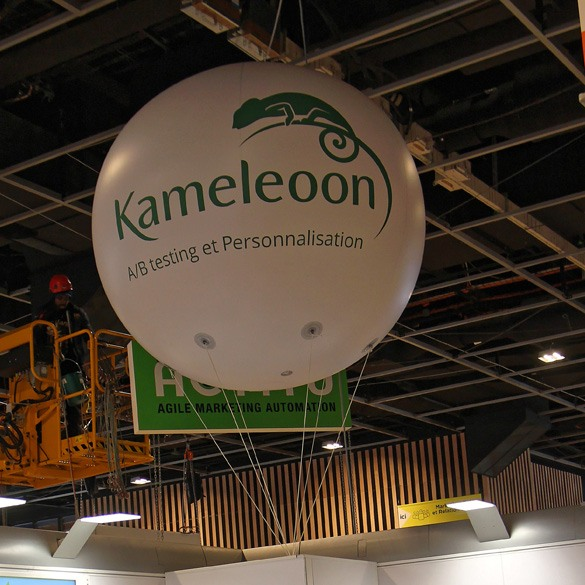 Ballon géant Kameleoon au salon du Ecommerce à Paris